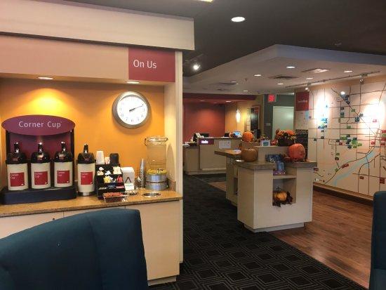 Joliet, IL: Lobby