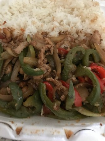 Redlands, CA: Food is great, but cashew chicken came with red an green bell peppers, my order was to go, so I