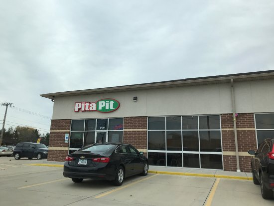Bettendorf, IA: Healthy options and convenient location.
