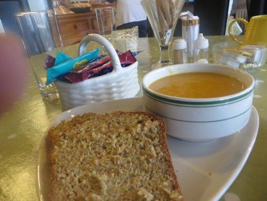 Kilkelly, Irlanda: Vegetable Soup & June's Brown Bread