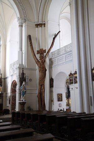 Nitra, Slovakia: L'immense Christ en bois