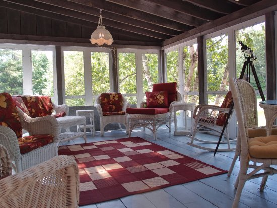 The Admiral Peary Inn Bed & Breakfast: There's a wonderful porch for the summertime.