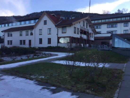 Krokkleiva, Norge: Sideblikk til den gamle delen og til inngangen