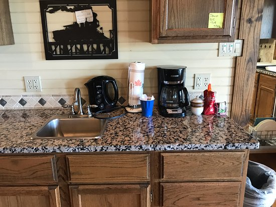 Llano, TX: Guests have access to coffee/tea at all times in the dining area.