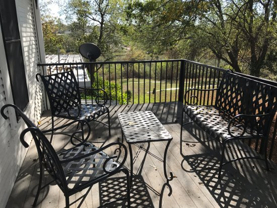Llano, TX: Private side balcony for guests staying upstairs.