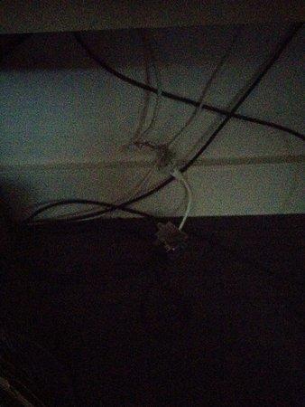 Sofitel Paris La Défense : Wires hanging