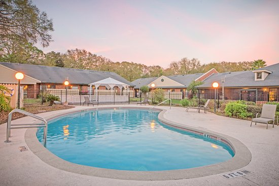 Hospitality Inn : Outdoor pool