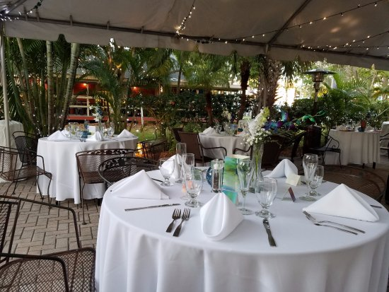 Gulfport, Flórida: Outdoor wedding, catered in-house by Chef Thierry
