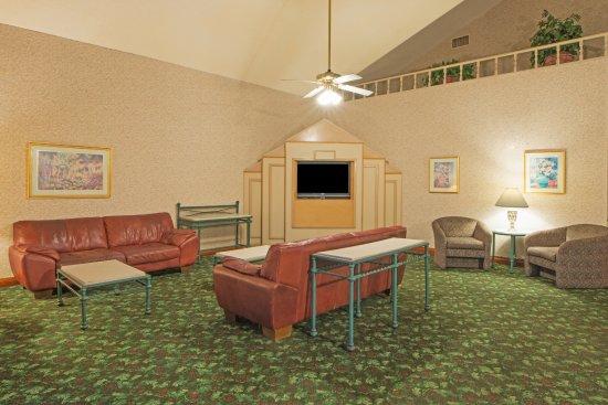 Hospitality Inn: Lobby