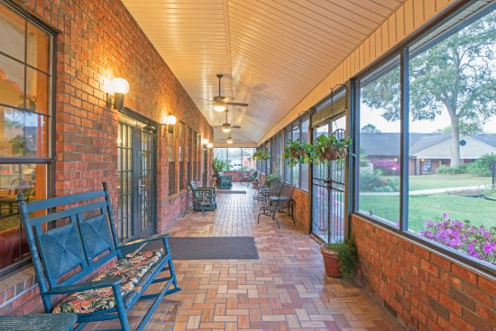 Hospitality Inn : Porch