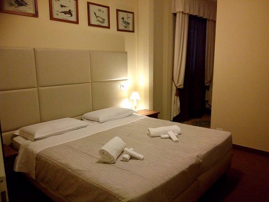 Massa Martana, Italie : STANZA MATRIMONIALE BASIC