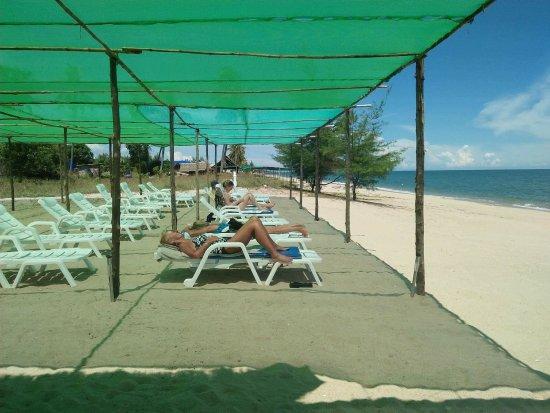 Huai Yang, Thaïlande: One of the two sunbathing areas.