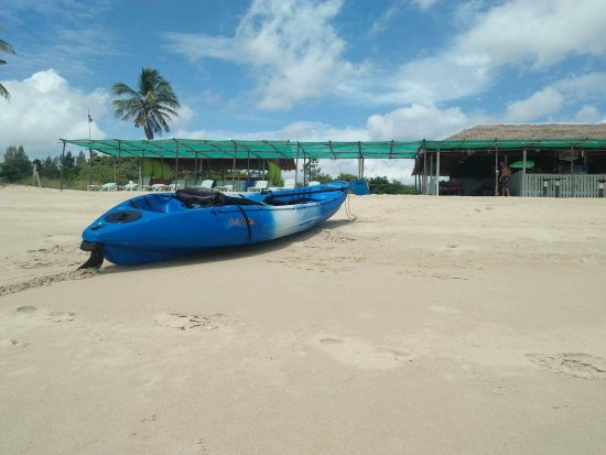 Huai Yang, Thaïlande : Try a two up Kayak. Rental only 100 baht an hour for 2 people. Life jackets provided.i