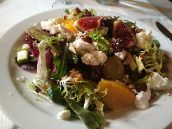 Cafe Le Bistrot: Ensalada de frutas y queso de cabra