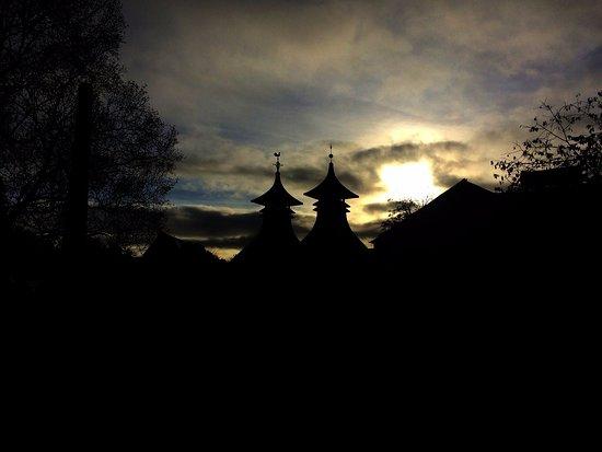 Drumnadrochit, UK: Sunset over Strathisla Distillery
