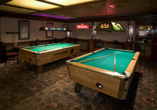 Red Lion Hotel Yakima Center: Onsite Lounge with Billards