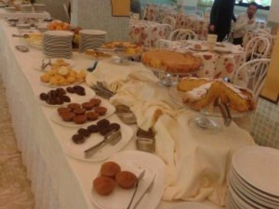 Hotel Montmartre: Tavolo colazione senza glutine