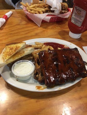 Anderson, SC: Great casual chicken and ribs place.