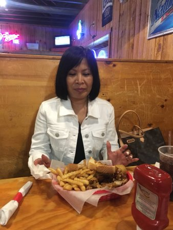Sue's Wings & Things: Great casual chicken and ribs place.
