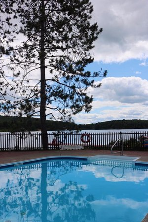Whitney, Canada: Our heated pool is open from May to September