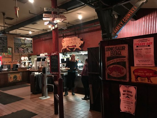 Dinosaur Bar-B-Que: entry with to go orders and hostess stand