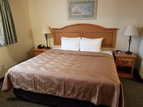Silverdale, WA: King Bed