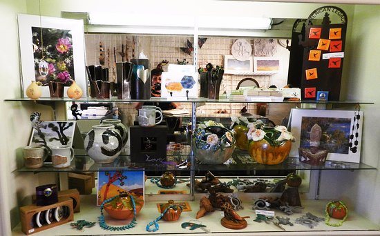 Twentynine Palms, CA: Gift Shop with locally crafted art