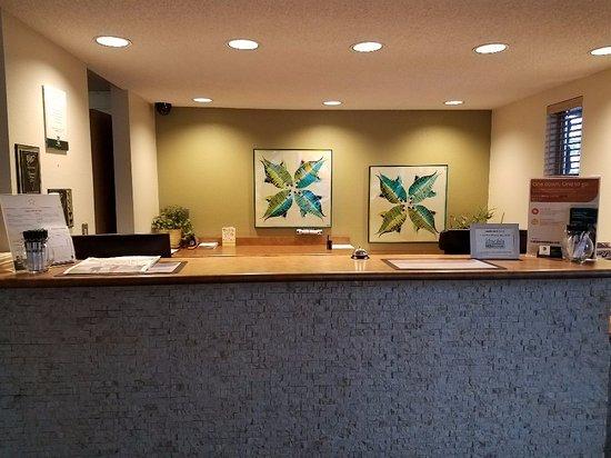 Silverdale, WA: Front Desk