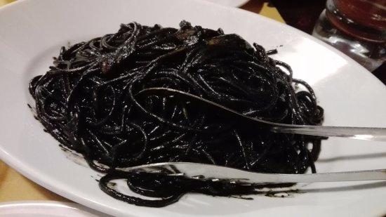 Osteria ai 4 Feri : Spaghetti al nero di seppia