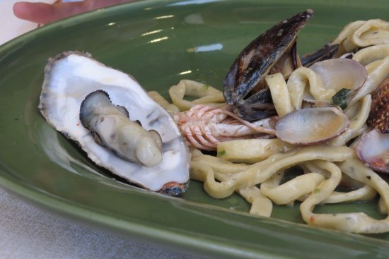 Montelupo Fiorentino, Italy: ai frutti di mare, con ostrica