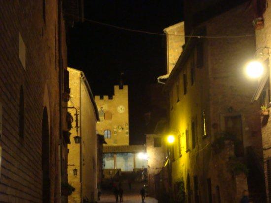 Certaldo, Italy: Via principale