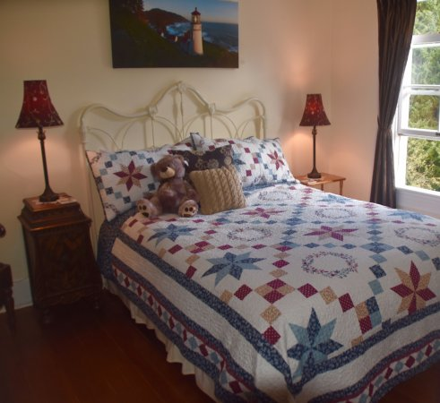 Heceta Head Lighthouse Bed and Breakfast: Cape Cove Room