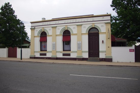 """Chiltern, Australia: Our Teahouse is in a Heritage Listed building which is the former """"Bank of Australasia"""" building"""