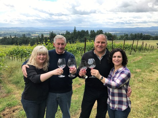 Dayton, Oregón: Sharing great wine with good friends