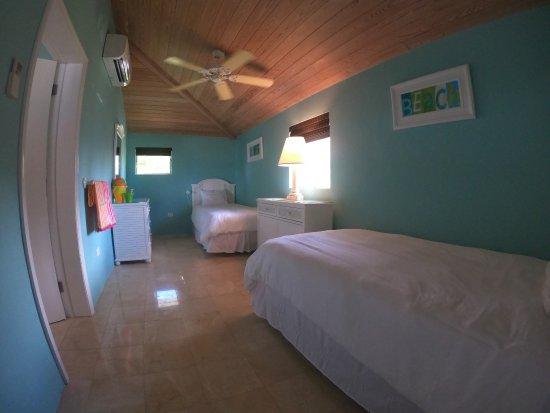 Cape Santa Maria Beach Resort & Villas: Second Bedroom of Two-Bedroom Bungalow