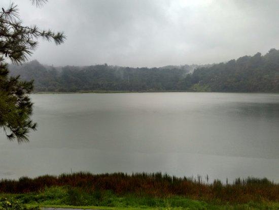 Tomohon, إندونيسيا: Pemandangan danau dan pemandangan sekitarnya