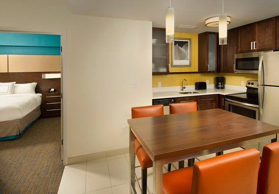 Duluth, GA: Two-Bedroom Suite Kitchenette