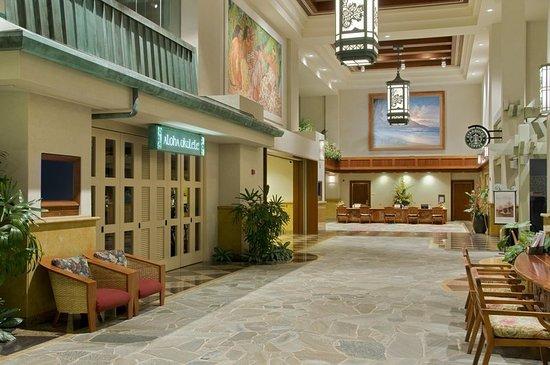 Hilton Hawaiian Village Waikiki Beach Resort: Kalia Tower Lobby