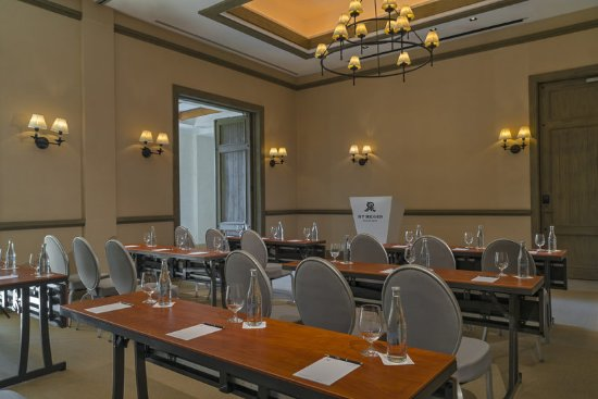 The St. Regis Punta Mita Resort: Azalea Salon