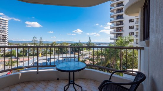 Balcony - Picture of Aristocrat Holiday Apartments, Surfers Paradise - Tripadvisor