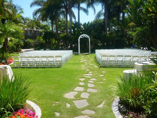 the dana on mission bay bw premier collection tropical courtyard ceremony site - Garden By The Bay Ballroom