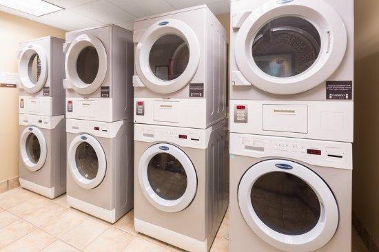 Dunwoody, GA: Laundry Room