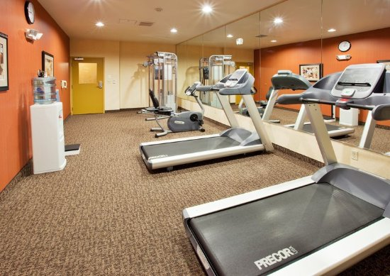 Willows, Kalifornien: 24 hour fitness center with Precor equipment.