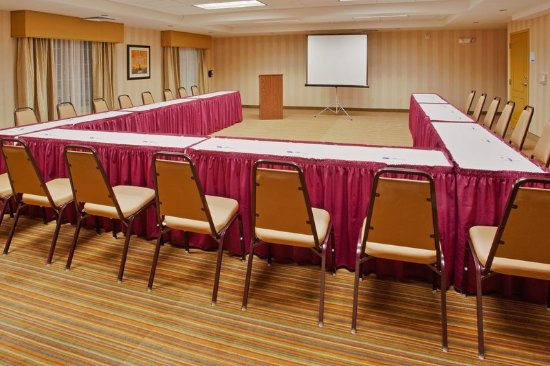 Willows, Kalifornien: Meeting space at Holiday Inn Express & Suites Willow seats 50.