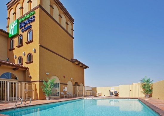 Heated outdoor pool at Holiday Inn Express & Suites Willows