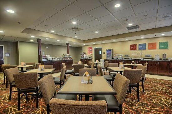 Comfort Inn & Suites: Breakfast Room