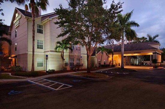 Homewood Suites by Hilton Fort Myers: Exterior Night West