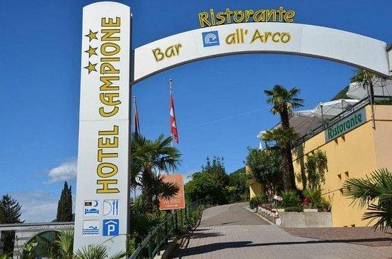 Hotel Campione: Entrance