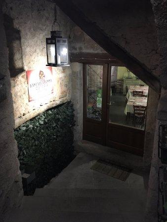 Arcidosso, Italië: Entrance to restaurant
