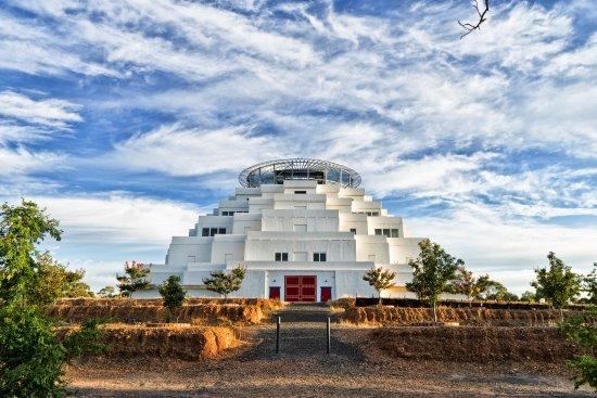 Bendigo, Austrália: The Great Stupa front doors